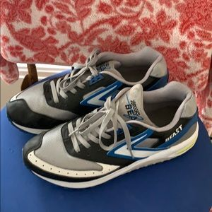 Brooks Beast running shoes- great condition!